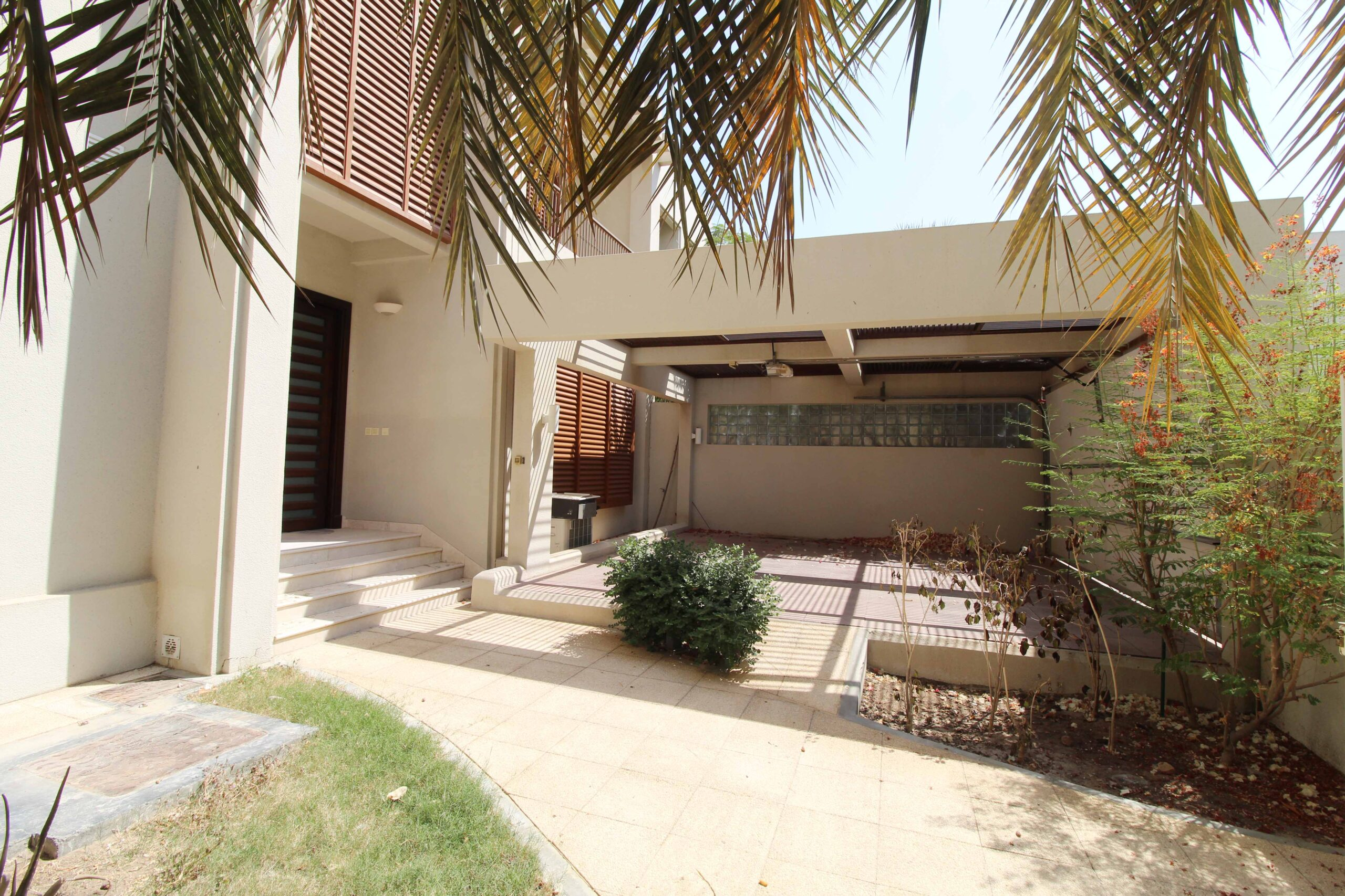 Beautiful Executive 4 Bedrooms+Maid Room With Covered Parking Villa